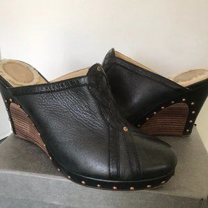 UGG Abigale Wedge Black Leather Clogs